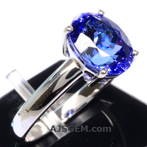 3.51 ct Tanzanite in 18k White Gold side view