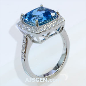 4.19 ct Santa Maria Aquamarine Ring in 18k White Gold, side view