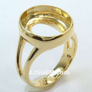 Split shank bezel set mounting in 14k yellow gold