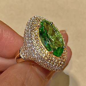 6.49 ct Peridot in 18k Yellow Gold Ring